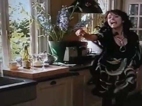 File:YouTube- Anouk & Cheryl ruzie!! 0001.jpg