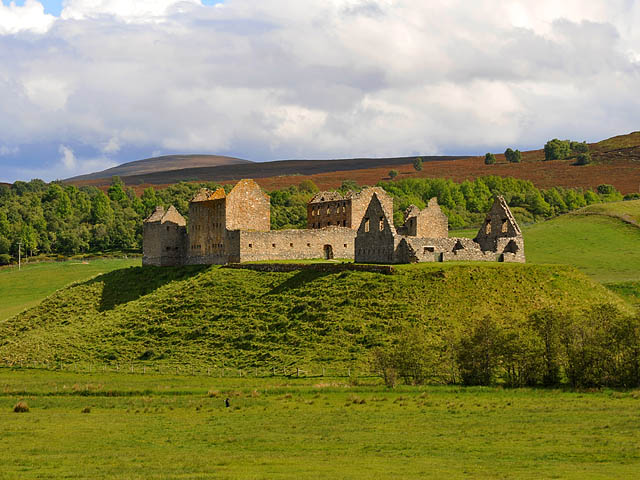 File:Ruthven Barracks-3.jpg