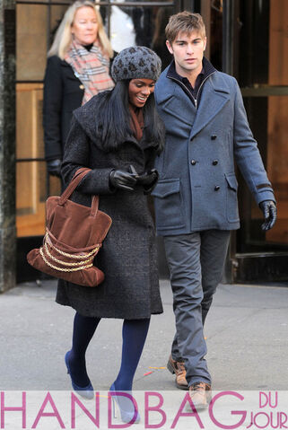 File:8a6ec Tika-Sumpter-and-Chace-Crawford-o-set-of-Gossip-Girl-brown-suede-chain-belt-bag-2.jpg