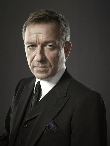 File:Alfred Pennyworth season 1 promotional 01.png