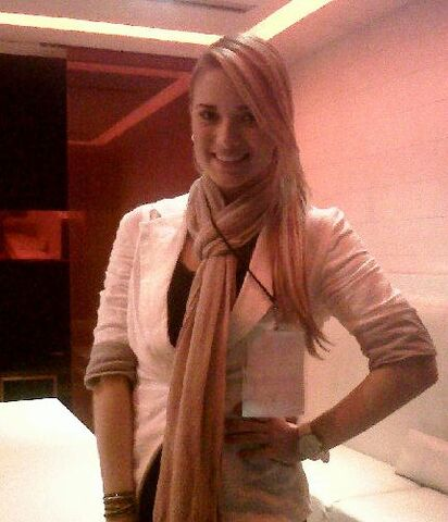 File:Kimberly Dos Ramos at Tycoon Gou offices.jpg