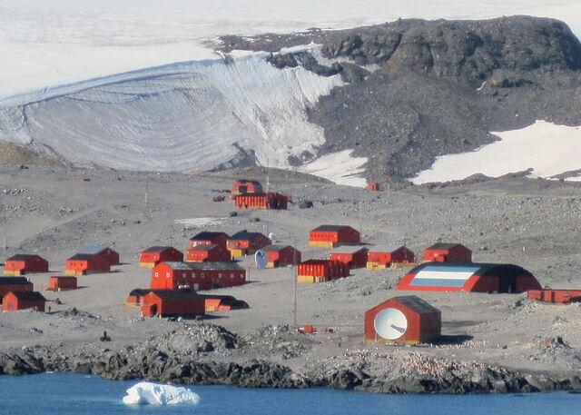 File:Esperanza (Argentine Antarctica.JPG