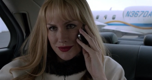 File:206 - Mia calling the captain.png