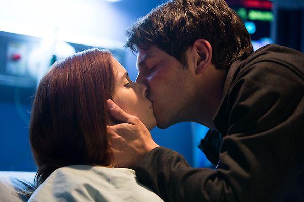 File:202 - Nick kissing Juliette.png