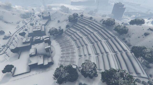 File:VinewoodBowl-GTAO-Snow.jpg