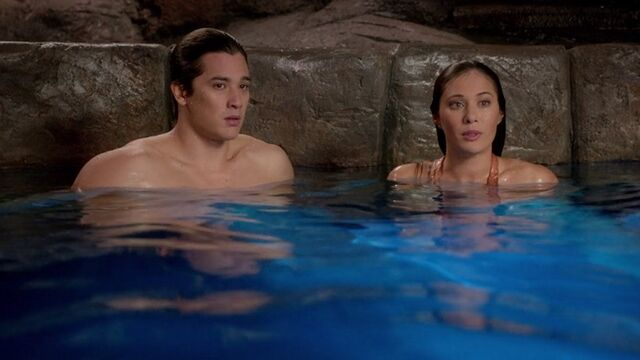 File:Evie and zac in moonpool.JPG