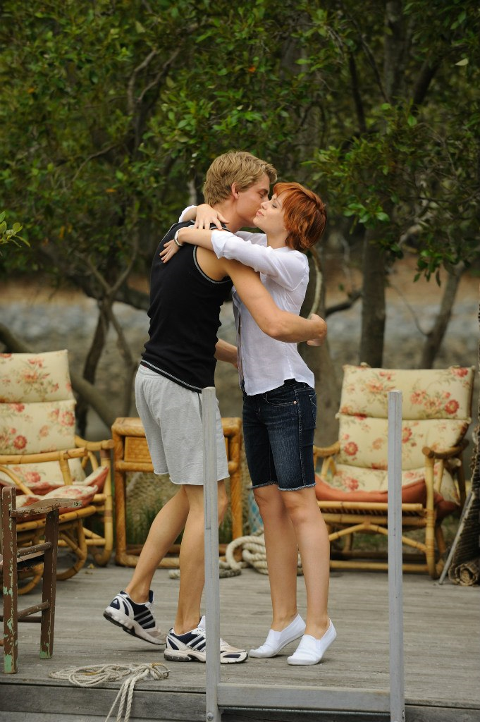 Plik:Will Hugging Sophie.png