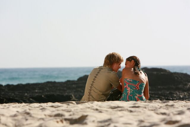 File:Lewis And Cleo On a Beach.jpg