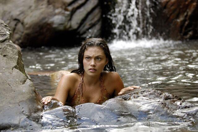 File:Cleo In Pool.jpg