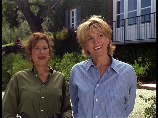 File:Chessy and Elizabeth at the house.jpg