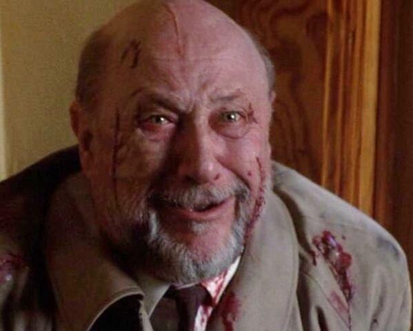 File:Loomis finds Jamie under Michael's control.jpg