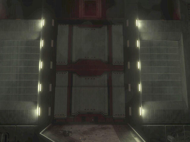 File:Huge door.jpg