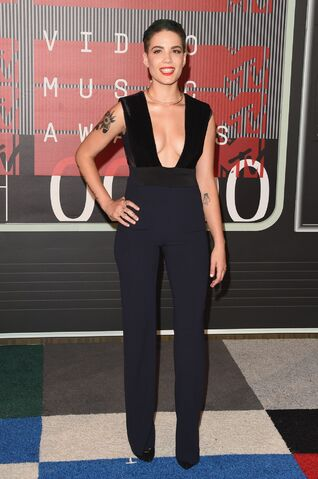 File:Halsey-2015-mtv-video-music-awards-at-microsoft-theater-in-los-angeles 11.jpg