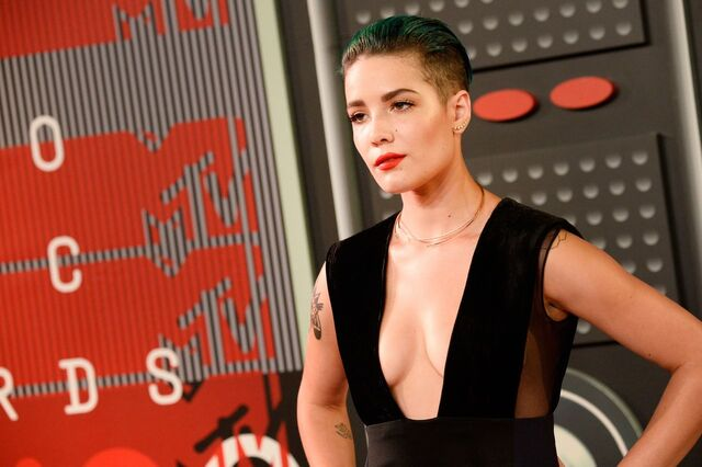 File:Halsey-2015-mtv-video-music-awards-at-microsoft-theater-in-los-angeles 25.jpg
