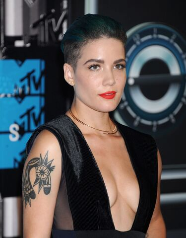 File:Halsey-2015-mtv-video-music-awards-at-microsoft-theater-in-los-angeles 7.jpg