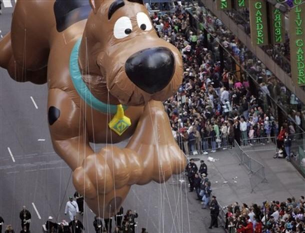 File:Macys-parade-by-infobarreldotcom.jpg