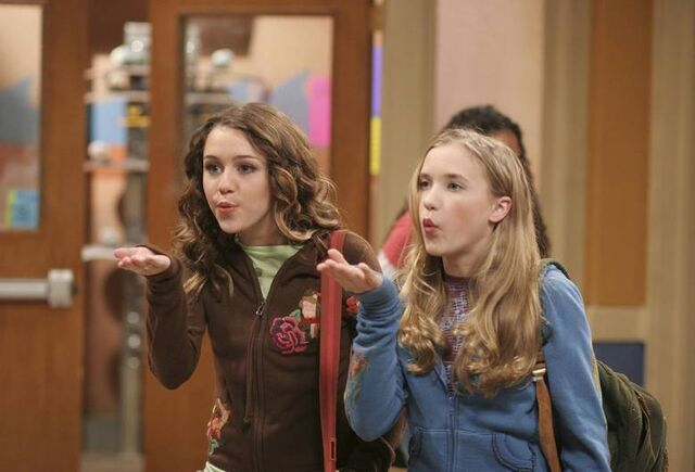 File:16906 miley and lily in hannah montana.jpg