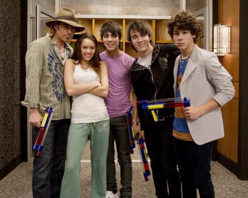 File:Miley and Billy Ray Cyrus and the Jonas Brothers.jpg