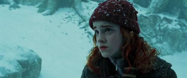 File:Willa as Cedric tells her that he has feelings for her.jpg