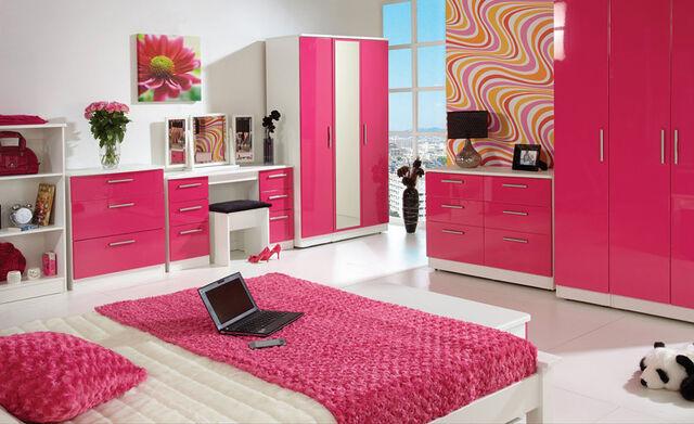 File:Pink-bedroom.jpg