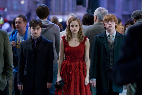 File:Hermione granger's necklace deathly hallows.jpg