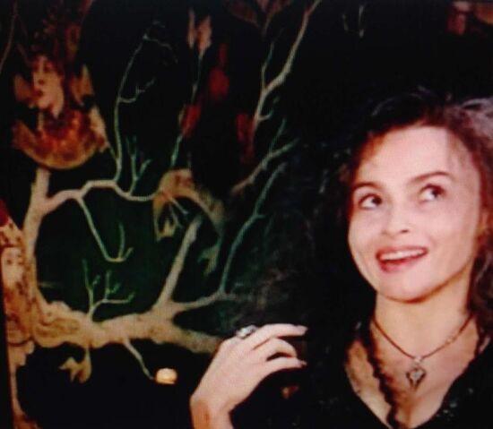 File:Helena Bonham Carter and the tree.jpg