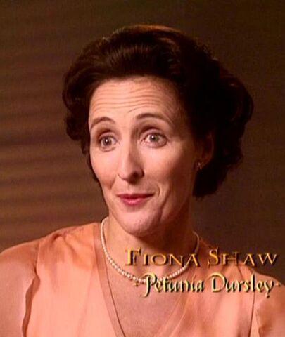 File:Fiona Shaw (Petunia Dursley) CoS screenshot.JPG