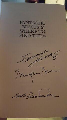 File:Newton Scamander signature.jpg