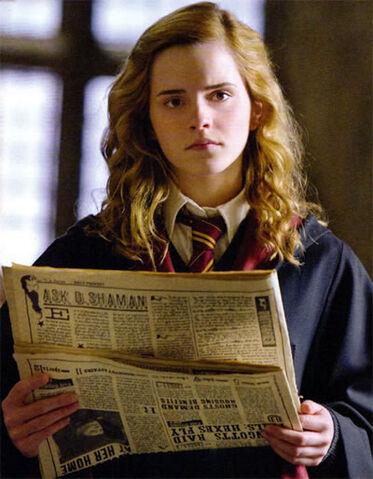 File:Hermione Granger reading The Daily Prophet.jpg
