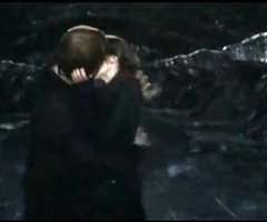 File:Ron and hermione kiss scene.jpg