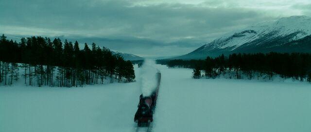 File:Hogwarts Express at winter.jpg