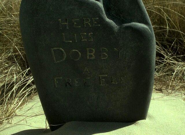 File:HPDH2-DobbyGrave.jpg