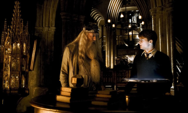 File:Dumbledore and Harry at the Headmaster's office HBP.jpg