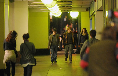 File:Deathly hallows muggles hallway 1.jpg