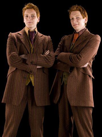 File:Fred and George Weasley (HBP promo) 2.jpg