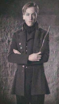 Gellert Grindelwald school portrait.jpg