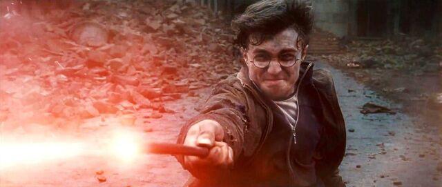 File:DH - Voldemort VS. Harry Final Duel 02.jpg