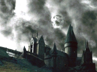 File:412px-Dark Mark Over Hogwarts.jpg