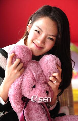 File:Kim-Hyo-Yeon-5.jpg