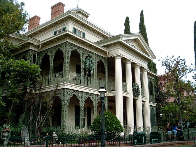 File:Haunted Mansion Exterior Disneyland.jpg