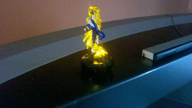 File:Ken Yellow Spotlight LED Universal Heroclix Mount.jpg