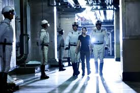 File:Katniss with peacekeepers.jpg
