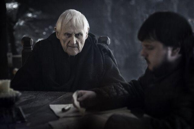 Archivo:Maestre Aemon y Samwell HBO.jpg