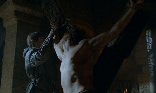 Archivo:Ramsay tortura a Theon HBO.jpg