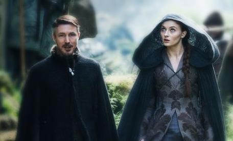 Archivo:Petyr y Alayne HBO.jpg