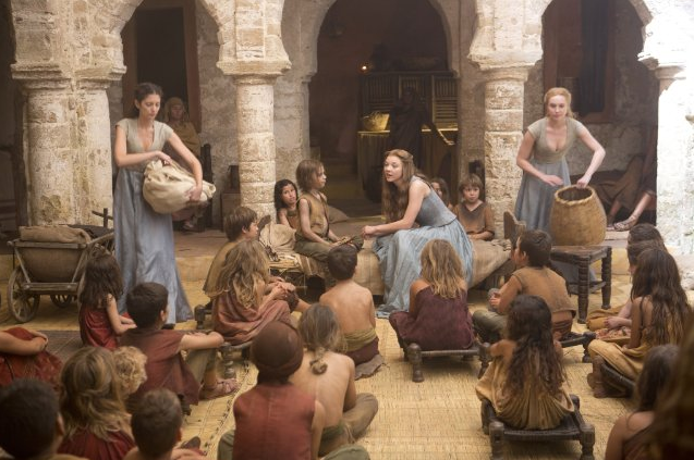 Archivo:Margaery orfanato HBO.png