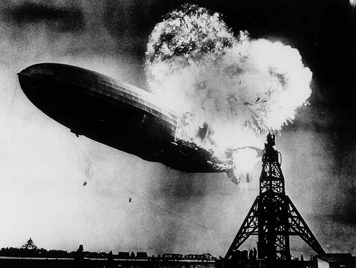 File:Incendio del dirigible Hindenburg (Lakehurst, 1937).jpg