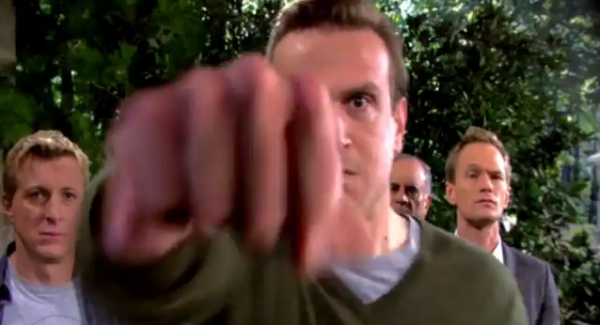 File:Marshall-punches-the-captain-in-himym-episode-9-19-daisy.png