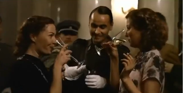 File:Gerda and Traudl drinking.png