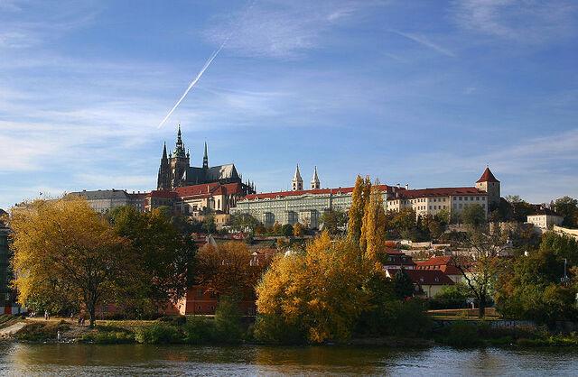 File:800px-Hradschin Prag.jpg